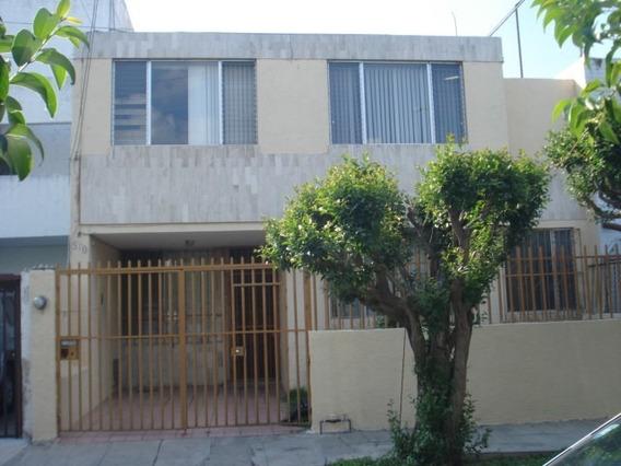 Casa De Cuatro Recamaras Y Estudio Con 2 Y 1/2 Baños