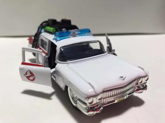 Miniatura Caça Fantasmas Cadillac Ambulância Escala 1/32