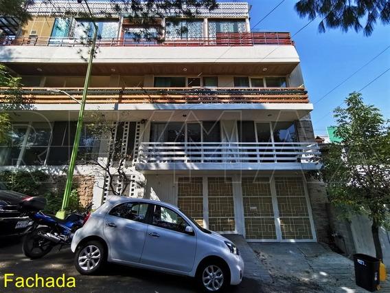 Casa Tipo Townhouse 303m2 / 3r / 2b / 2a