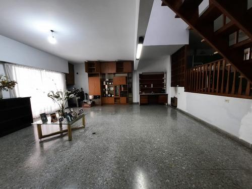 Ph Tipo Casa De 422 M². 4 Ambientes. Sobre Avenid.