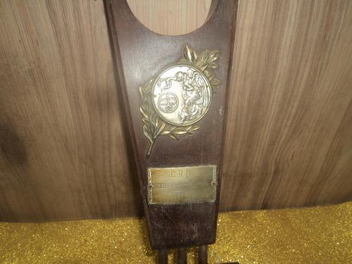 Antigo Troféu De Expoziçao  1967 Gravado No Trofeu 40cnt