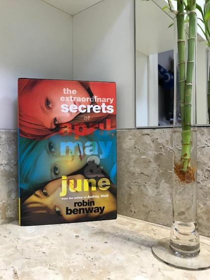 The Extraordinary Secrets Of April, May, & June (inglês)