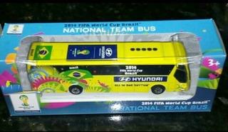 Miniatura De Um Ônibus Usado Na Copa Do Mundo No Brasil