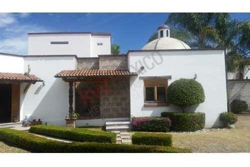 Hermosa Y Nostálgica Casa En Venta, En El Corazón De Juriquilla, Colindancia Al Campo De Golf