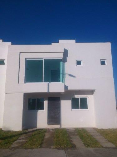Venta Casa En Las Trojes A Solo 1 Minuto De Balvanera Country Club, A 3 Minutos De Plaza Constituyen