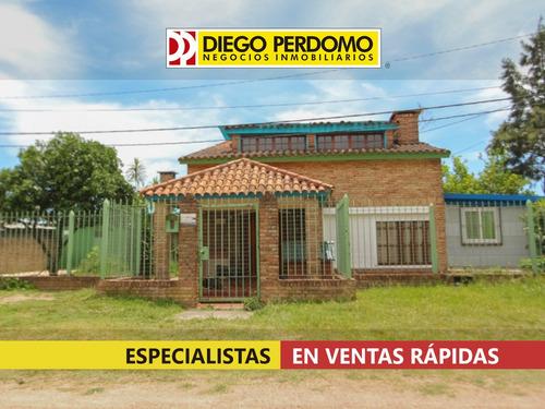 Casa De 6 Dormitorios En Venta, Playa Pascual