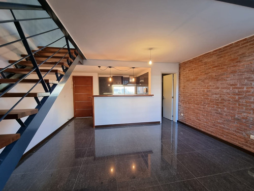 Loft, 1 Dormitorio, Baño Y  Baño Social, Garage