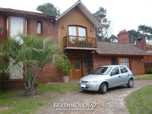 Casa - Cantegril Hermosa Casa Solida Y  Bien Ubicada- Ref: 521