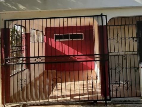 Casa En Primer Nivel Marquesina Para Un Vehículo Zona Sur