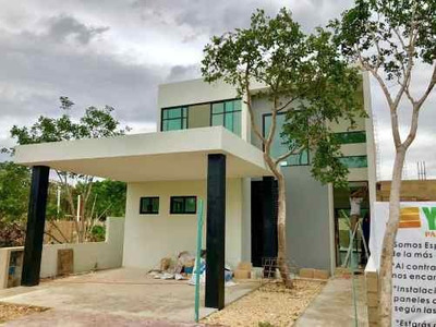 Residencia En Privada Oceano Con Lago Y Senderos Verdes, Altozano Mérida.