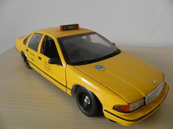 Chevrolet Caprice Taxi New York - Escala 1/18 - Ut Models