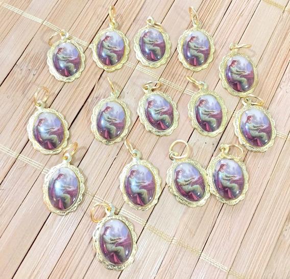 Kit 100 Medalhinhas Lembrancinha De Santa Cecilia Dourada