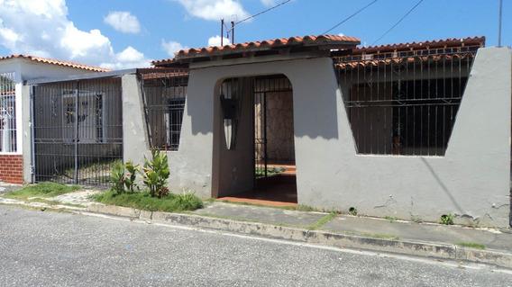 Casa En Venta Urb. Valle Hondo Cabudare Tlf. 04245543093
