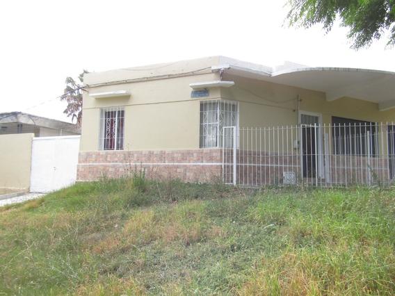 Casa De Buenas Comodidades Con Fondo Amplio