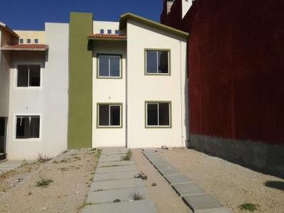 Casa Sola En Venta Excelente Ubicación, Amplio Terreno En Col. El Saucillo.