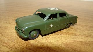 Dinky 139a Ford Sedan Militar 1/43 Tekno Corgi Solido Schuco