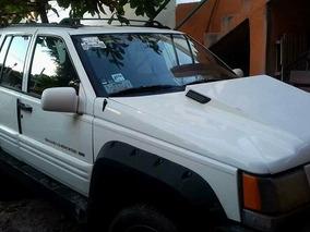 Jeep Grand Cherokee Laredo V8 4x4 At