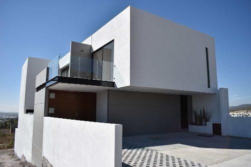 Hermosa Casa En Venta Ubicada En Lomas De Juriquilla !!