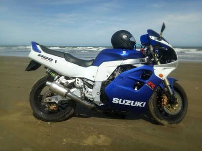 Suzuki Gsx R 1100 R$ 11.000,00 Repasse