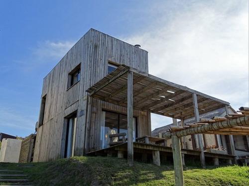 Casa En Alquiler Por Temporada De 3 Dormitorios En Punta Del Diablo