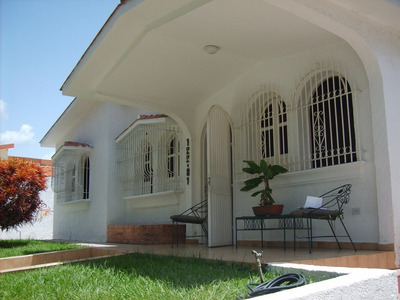 Cómoda Casa Una Planta En Calle Cerrada!!!