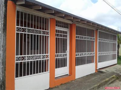 Amplia Casa En Urbanismo San Fernando. Cómoda Y Segura