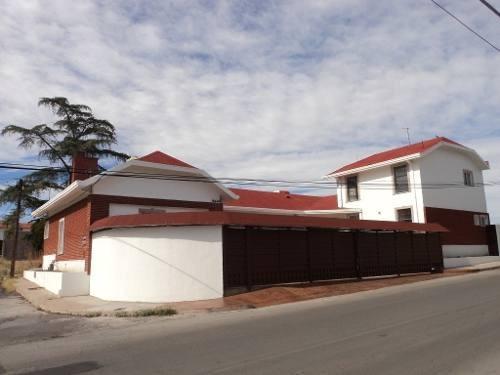 Excelente Casa Equipada, Esquina, Salón De Juegos, Cerca De Avenidas Principales, Semiamueblada .