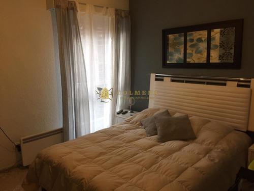Apartamento A Metros De La Playa Mansa De 2 Dormitorios 2 Baños, Balcon Y Garaje. Se Permuta Por Casa En La Mansa. Consulte!!!!!! - Ref: 1997