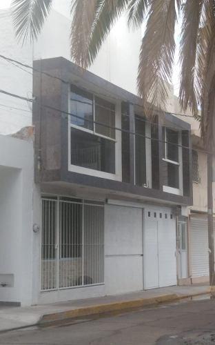 Casa En Venta , Céntrica A Unas Cuadras De La Plaza De Armas