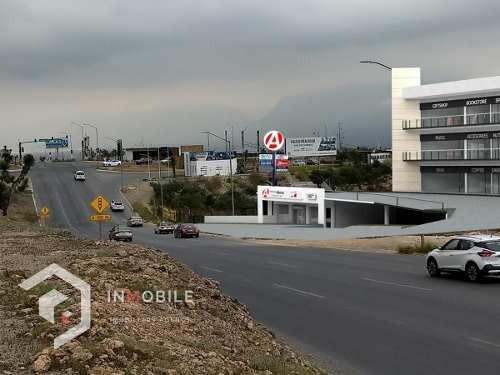 Renta De Local Comercial En Av. Paseo De Los Leones, Cumbres Del Sol, Monterrey.