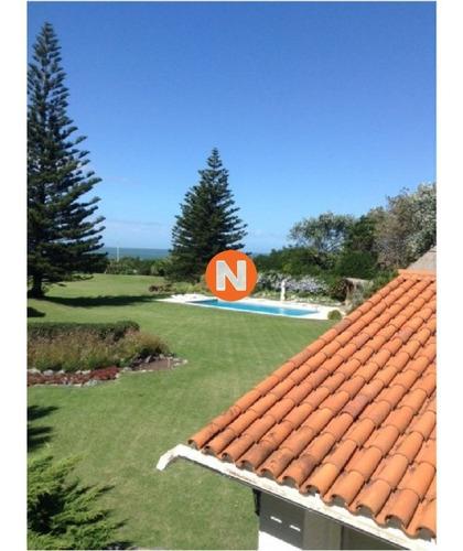 Casa En Venta Golf De  Punta Del Este, Frente Al Mar, Con Vista , 6 Dormitorios.- Ref: 209970