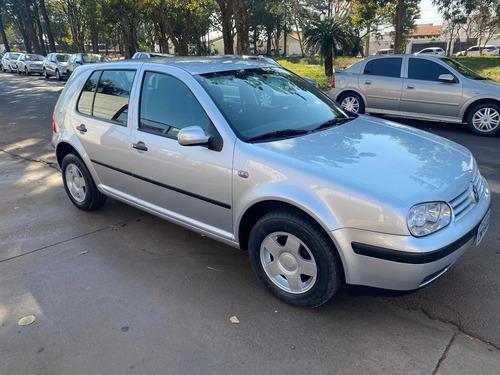 Imagem 1 de 5 de Volkswagen Golf 2001 1.6 5p