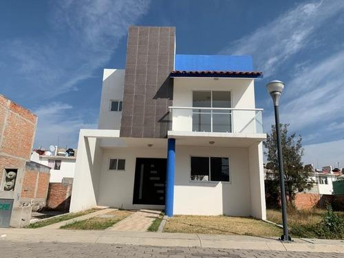 Casa Nueva Con Amplio Terreno En Venta