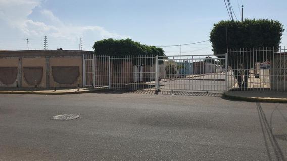 Casa En Venta. Las Lomas. Mls 20-18706. Adl.
