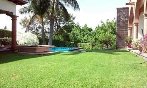 Casa En Campo De Golf Alberca, Jardines...aproveche