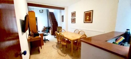 Vendo Casa En Parque Rodó, 4 Dormitorios, 2 Baños