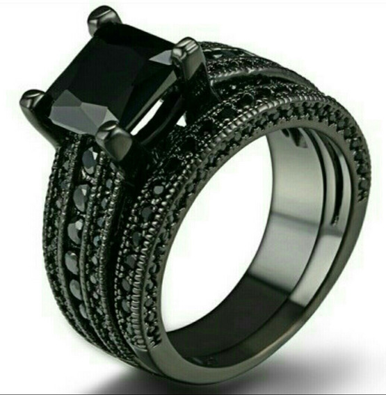 Anillo Oro Negro Con Diamante Negro Y Cristales***