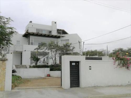 Imagen 1 de 14 de Casa Con Vista Al Mar Cerca De La Playa
