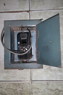 Interruptor - Llave De Luz Con Fusibles Y Caja Metálica