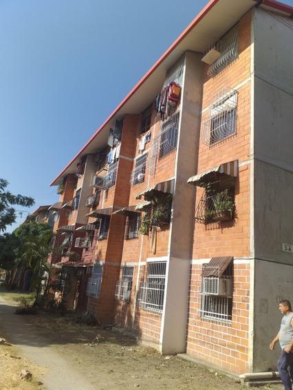 Apartamento En Res. Madre Maria 04243745301