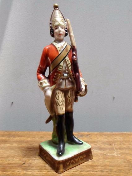 Antiguo Soldado En Porcelana Italiana Capodimonte Colección