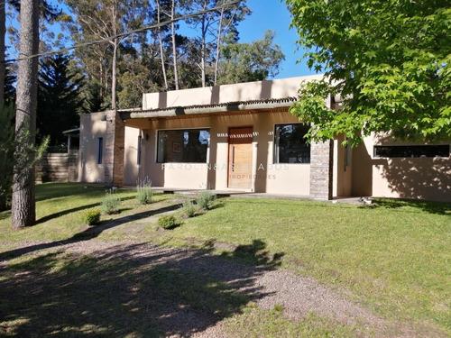 Hermosa Casa En Parque Burnett- Ref: 3835