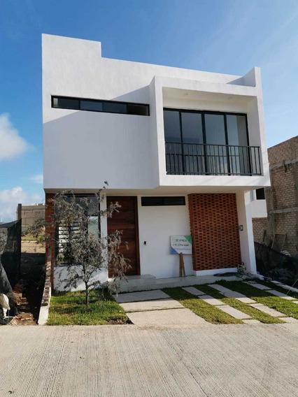 Se Vende Casa Nueva En Senderos De Monteverde.