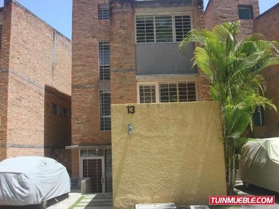 Townhouses En Venta Urb. Los Guayabitos. 18-13285