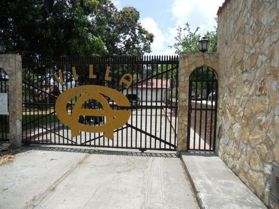 Casa En Venta En Las Barrancas 16-6499