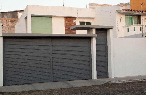 Casa En Venta O Renta Carretas Querétaro. Antigüedad 5 Años Diseño Moderno. Recamara Principal En Pb