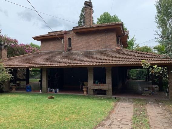Parque Leloir, Castelar. Excelente Casa Quinta