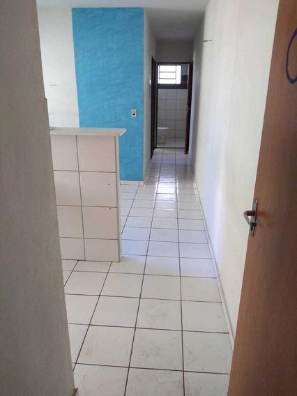 Apartamento Com Sala, Cozinha E 02 Quartos