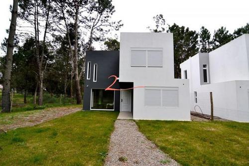 Casa Minimalista En Pinares. Excelente Oportunidad!- Ref: 5485
