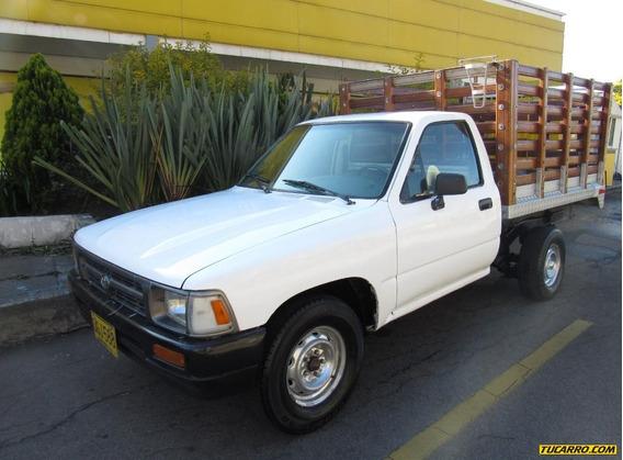Toyota Hilux Estacas 2.4 Mecánica 4x2